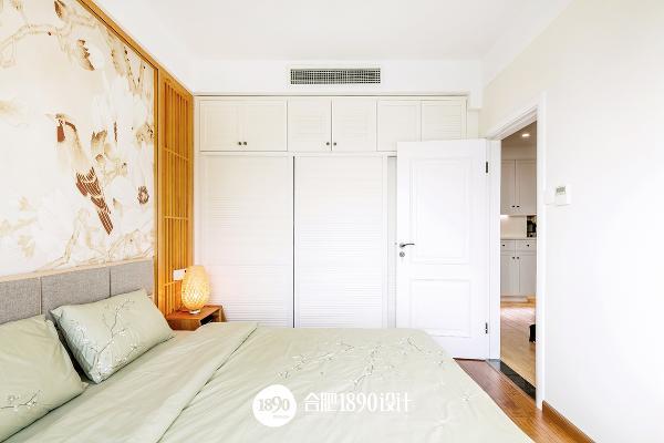 床上用品的豆绿灰给空间带来一丝清新活力。