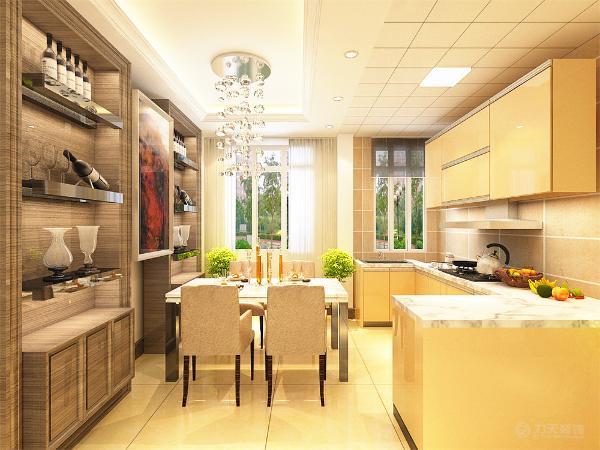 餐桌餐椅运用了浅色系,使人感觉明亮,餐桌旁放置了酒柜,餐厅对面为开放式厨房,就餐更加便捷宽敞。