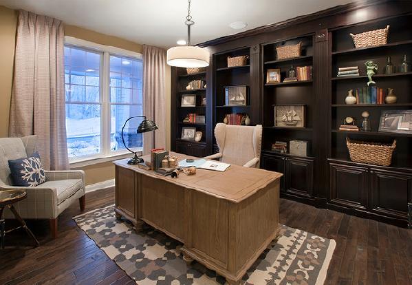 实用主义+外貌协会,是我们所奢求的。用木色书桌提亮了整体色的书柜,复古吊灯和整体的黑色元素做了呼应。