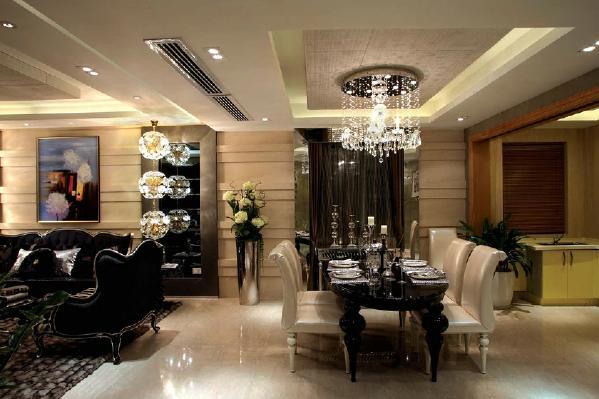 餐厅就设计在客厅的旁边,吊顶安装的水晶灯华丽,与整体空间想融合,黑色的餐桌和白色的餐椅搭配得也相得益彰,给居住者心灵的自然回归感,给人一种扑面而来的优雅气息。