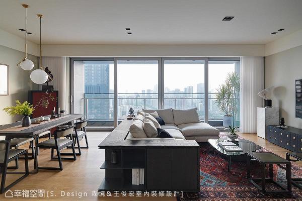 大面开窗的开放规划,将林立大楼的城市风景揽入眼底,不仅拥有灿亮光照,也迎来欣欣向荣的活力景象。