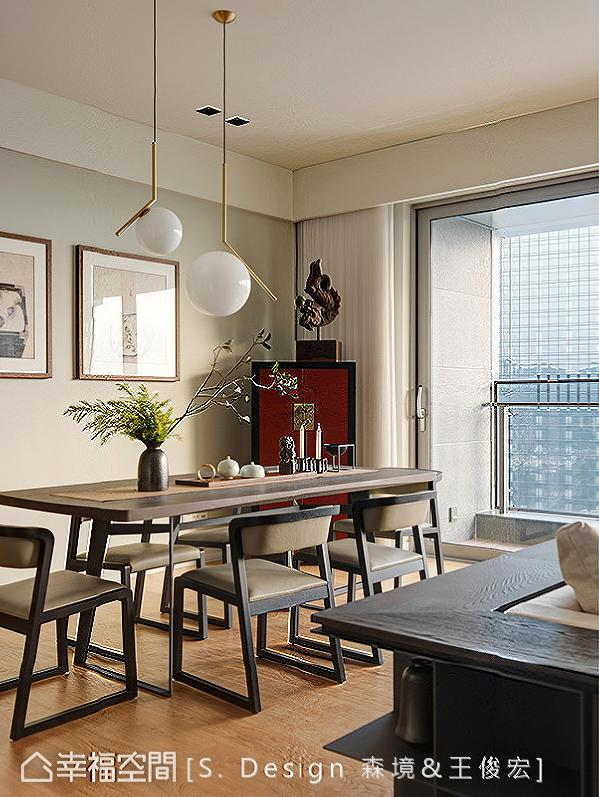 简练利落的春在餐桌椅,呼应红体描黑框的角落柜体,在现代家具语汇中表现内敛的东方意涵。