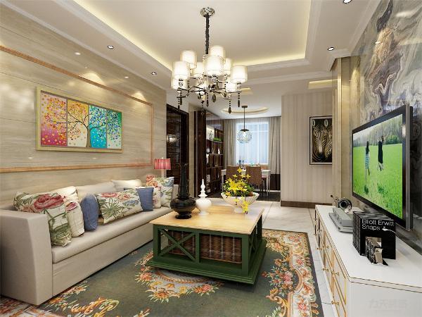 客厅的设计,采用了回字形吊顶,周边走了一圈的顶角线,电视背景墙采用了大理石的材质,为整个增加了现代的质感,水晶的吊灯,为空间点染了些许的大气与舒适的个性。