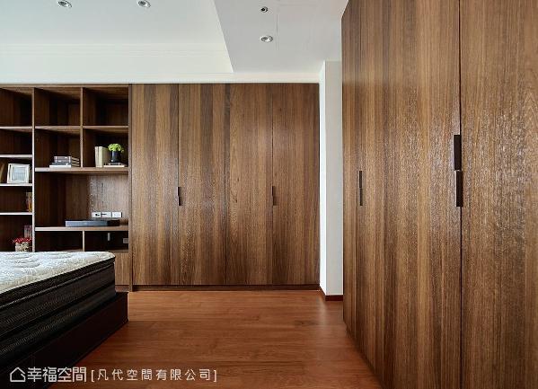 延续公领域的木质元素,地坪、柜体皆以木纹质感呈现,营造一室温暖放松氛围。