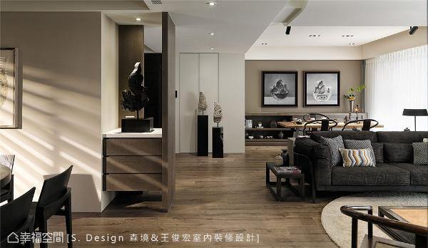 从入门起始依循屋主生活习惯安排流畅动线,在最短的动作路径里创造最大的空间运用效果。