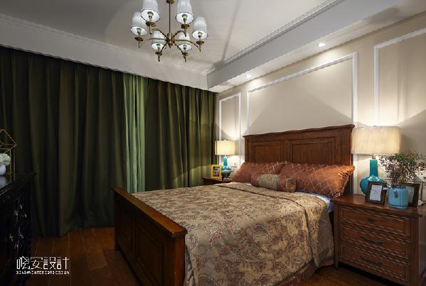 父母的房间在保证了整体统一的前提下,以温馨舒适为重点。原木色的经典美式双人床搭配床头两站床头灯想必肯定能给老人一夜好眠。