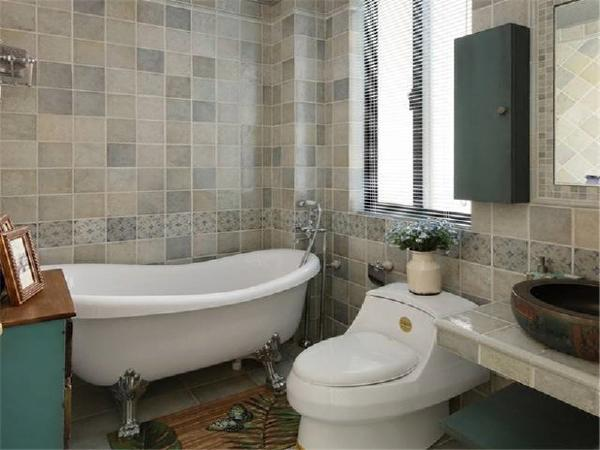 如果喜欢浴缸,在内卫设置一个也很OK。