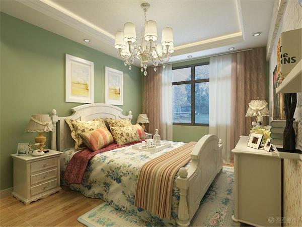 卧室的顶面也是偏欧式的回字形吊顶,,卧室的床头背景墙挂了两幅挂画,