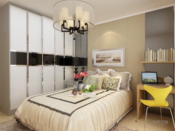 卧室采用的和客厅、餐厅不一样的简单的色系床,使整个设计更加协调,主卧的空间设计十分温馨,在享受客厅的大气感受后休息之余在温馨简单的卧室休息,精神更加。