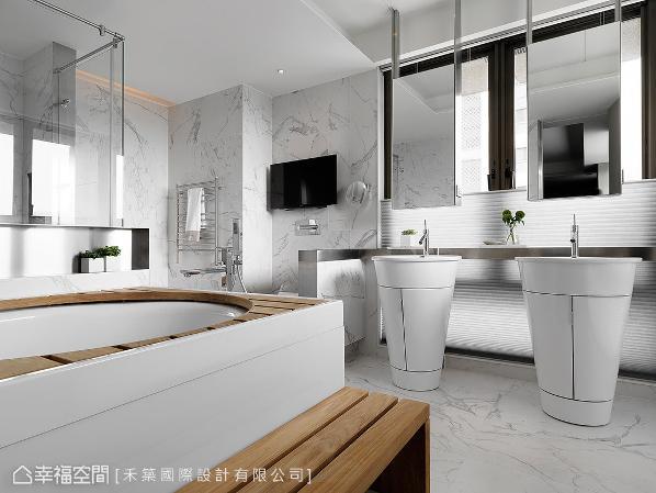 卫浴两侧拥有完整的采光面,为不让光线受到阻挡,特别以独立式双洗手台设计,搭配不锈钢沟槽满足置物需求。