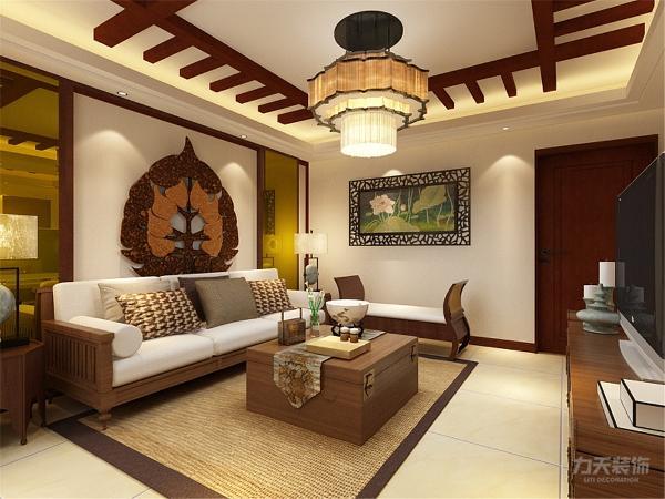 客厅背景墙颜色以素色为主,彰显高雅的品质。吊顶与沙发背景墙的造型以中式造型为主,材质多以木为主,沙发背景墙两侧运用茶镜造型增加空间纵深感。