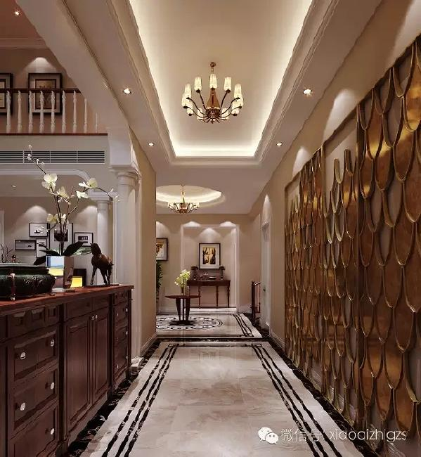 入户玄关左侧欧式鞋柜,方便鞋子的放置,不显得杂乱。从功能上满足日常习惯所  需。右侧时尚屏风背景墙,华丽金色装饰感。