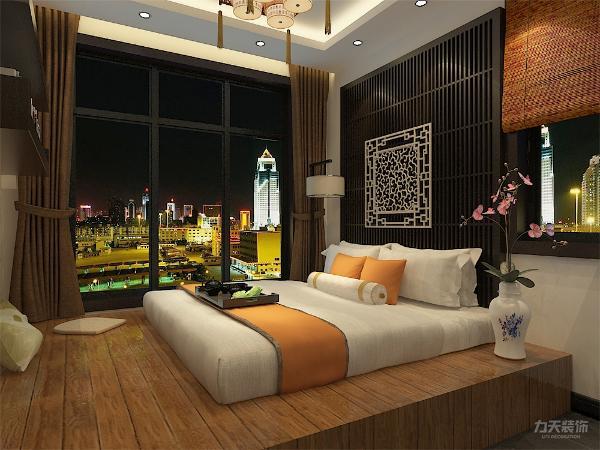 主卧室铺地榻,可以储物,室内没有设置传统衣柜,而是设置了量贩式的置衣空间,是室内免于拥挤,同时在床尾墙上设置衣架,业主可以临窗阅读。