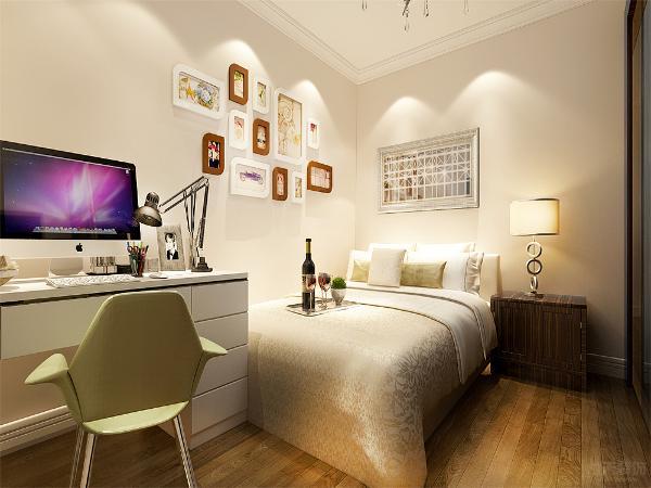 次卧通刷淡黄色乳胶漆,墙面使用挂画做装饰,屋内摆放了书桌和单人床,作为儿童房使用