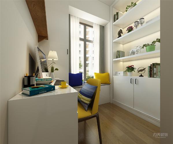 书房顶面角线,地面强化复合地板。
