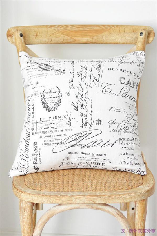 字母靠枕别有一番风味,字母很有画面感的贴在靠垫上,恰当地烘托个性和特色。
