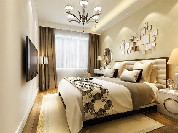 主卧室采用一侧吊顶放灯池,床头背景墙贴暖色壁纸,使用挂画做装饰