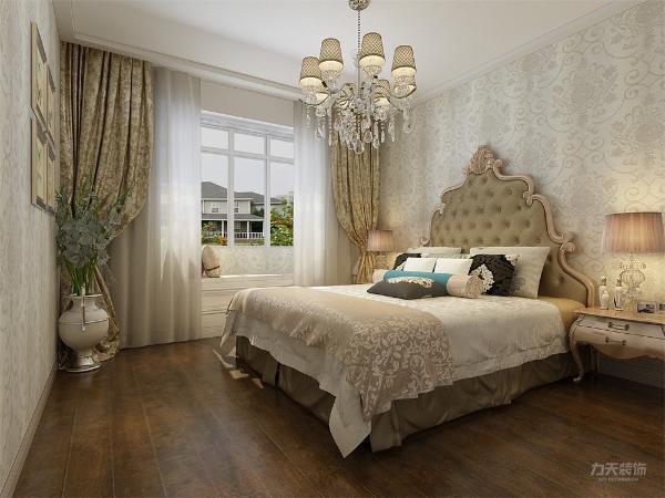 显得宽敞一些更透亮,其他的卧室空间因为后起可能装中央空调,所以都是平吊顶。虽然是欧式,但是没有弄的很复杂,整体的设计还是很接近日常的生活和居住。