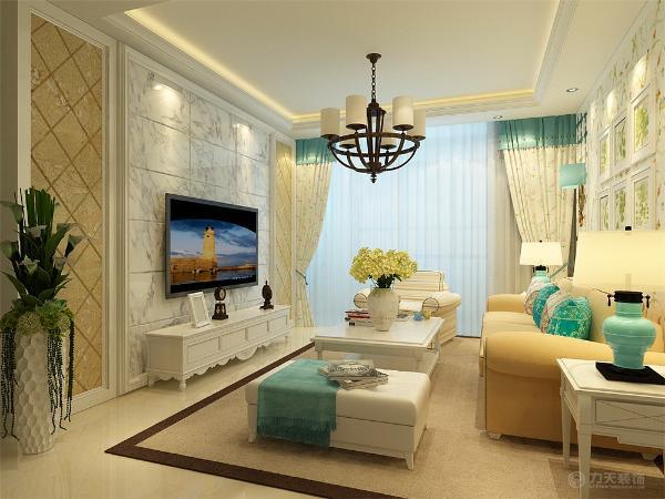 沙发选用了纯色的布纹,提升空间温馨色彩,客厅电视背景墙采用棱镜,石膏线圈便做的造型,美观大方。所有的家具都用简化的欧式家具,整体感觉让人觉得很舒服。