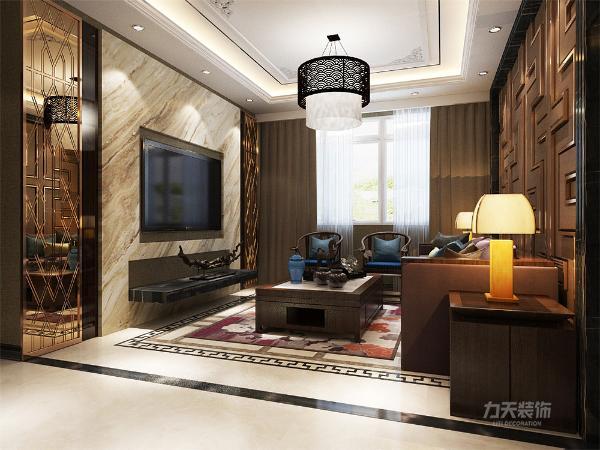 客厅整体空间以深色系木质为主为空间带来安定感,地面通铺800*800平米的地砖,墙面通铺黄色系的壁纸,增加层次之感,沙发以及电视背景墙都为深色木质,使整体空间感觉更加丰富,大而不同,厚而不重