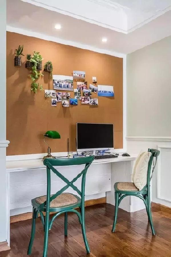 书房的墙面非常有创意,这样的环境下工作效率也能更高。