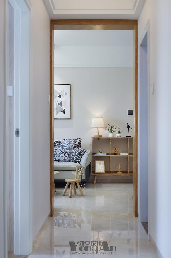 走廊看客厅