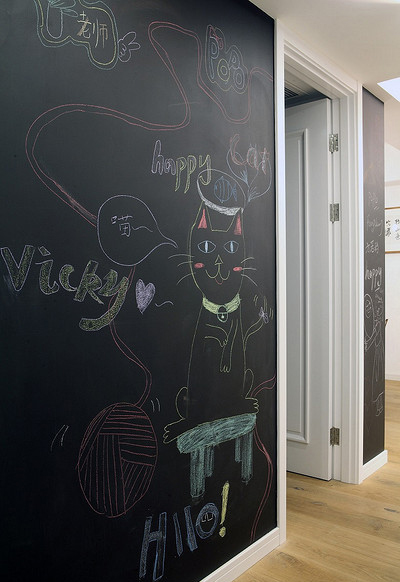 卧室图片来自家装大管家在黑白灰基调 112平北欧自然3居室的分享