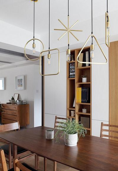餐厅图片来自家装大管家在黑白灰基调 112平北欧自然3居室的分享