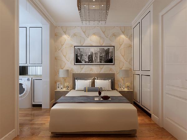 主卧有个较大的阳台,所以将洗衣机以内嵌在柜子里的形式放置在主卧阳台上,不影响卧室的美观性。在床左侧的空间定制两组柜子,满足业主的储物需求。其他两个卧室空间不大,按照常规的模式布置。