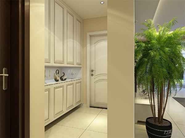 玄关处设有储物柜,节省了储物空间也充分利用了玄关的空间