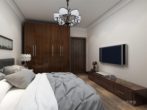 卧室部分与整体颜色相协调,简单明亮的色调对比使房间的格调非常温馨,较大的衣柜可随意的储藏衣物等日常用品。