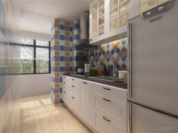 厨房通透明亮摆设整齐。墙砖的铺设非常有特点