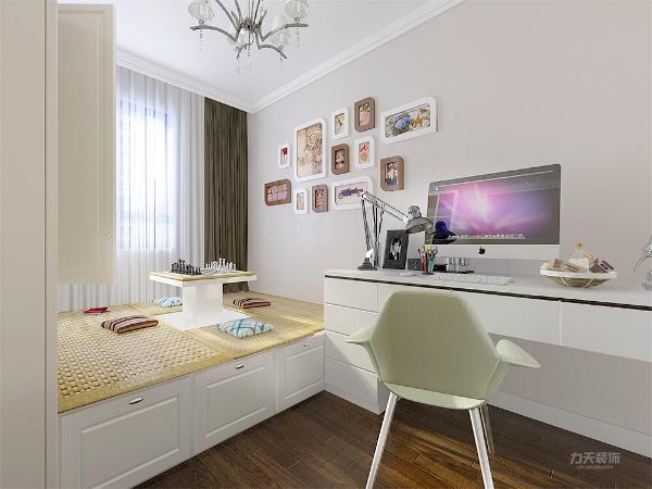 主卧室用壁纸加上淡咖色的乳胶漆,现代的床品家具,次卧室,淡色的乳胶漆,榻榻米的床,加上白色的衣柜,白色的学习桌及照片墙。