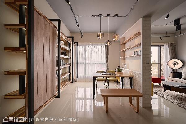 规划一整面的铁件和木作书墙,让屋主能在此阅读和工作,餐桌变成了阅读或工作桌,餐厅也具有书房的功用。