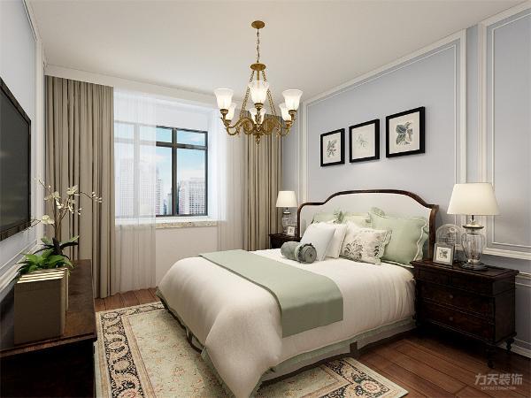 卧室地面采用强化复合地板,墙面采用淡蓝色乳胶漆。