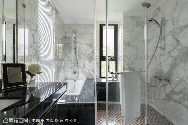 帷圆室内装修在卫浴墙面的规划上,将建商提供的瓷砖改为纹理独特的石材,铺述深厚的美学涵养。