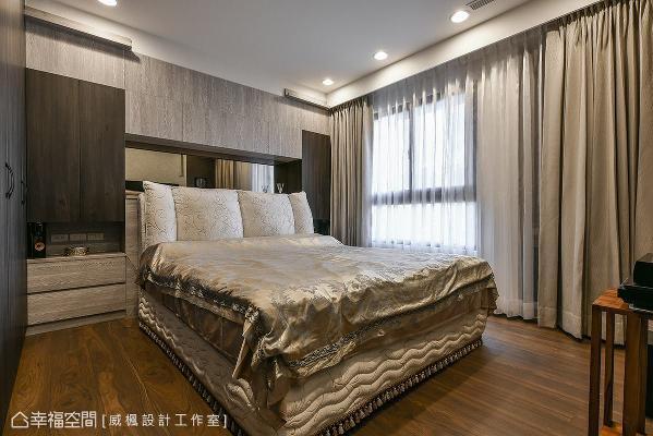 保留80公分宽的走道,给予宽敞无障碍的行走动线,并针对居住者身高,挑选加高的床铺,让卧室更加贴近屋主需求。