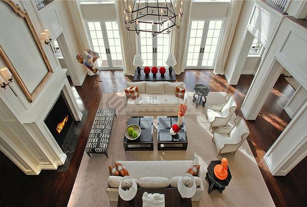 法式风格:1、布局上突出轴线的对称,恢宏的气势,豪华舒适的居住空间。 2、效果贵族风格,高贵典雅。 3、细节处理上运用了法式廊柱、雕花、线条,制作工艺精细考究。
