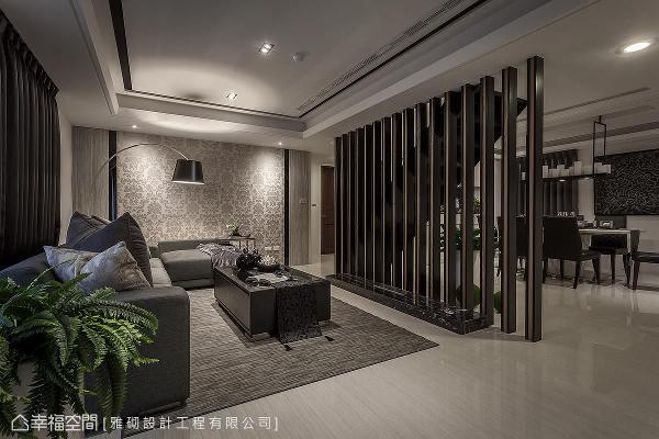 楼梯之设计创意,李敏郎总监刻意将楼梯当成客厅主角之主墙设计手法,更加巧妙操作空间之虚实表现,堪称经典之创作作品。