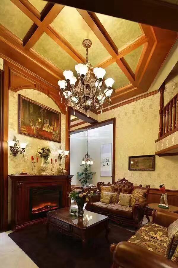 侧重壁炉与手工装饰,追求粗犷大气、天然随意。在美式风格的装修里,软装是千万不能忽略的。