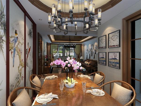 虽然客餐厅相连,但是为了更好地空间划分,餐厅顶面设计一个传统的圆顶灯池吊顶,正好应了中国的天圆地方这句古语。