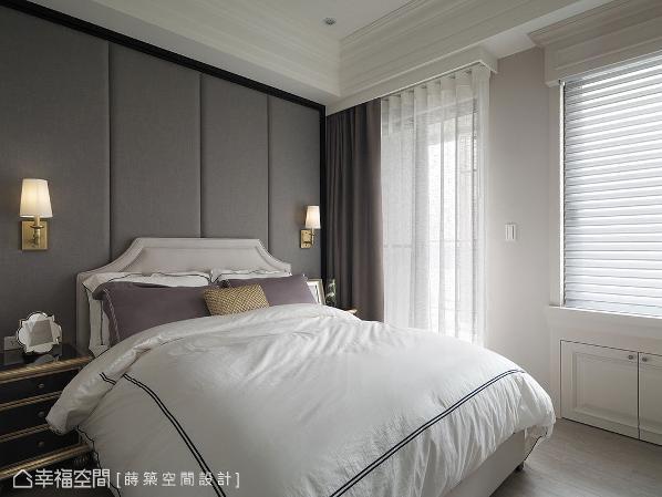 床头背墙采绷布设计,窗台下方畸零地规划成收纳柜,结合量身定制家具,营造舒适的起居氛围。