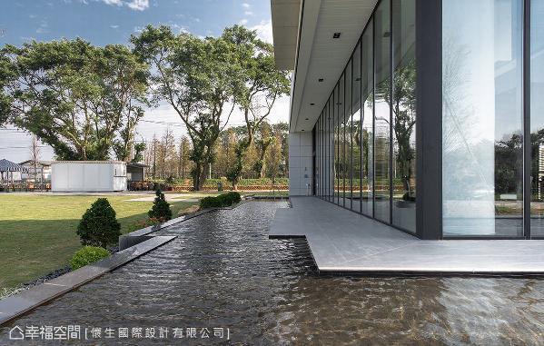 特别于户外规划水池,让清澈流水带来些许大自然的休闲意境。