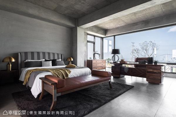 大量采用水泥粉光铺陈随兴氛围,并透过各式设计款家具,妆点浓厚的现代艺术质感。
