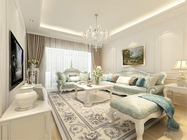 客厅作为待客区域,给人以温暖友善的气氛,这也符合业主的喜爱待客的性格。电视背景墙采用浅色壁纸装饰,时尚奢华,沙发背景墙采用石膏线加以装饰,充分显示出欧式风格效果。
