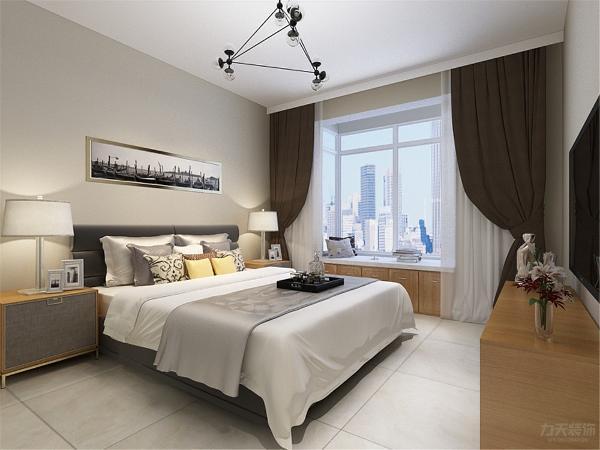 卧室没有做过多的设计,床的选择很素雅,飘窗下面也是柜子,增加了储物空间,整体的家具选择为木色,增加了空间的舒适度。顶面没有做任何的造型,使空间看起来简单大方。