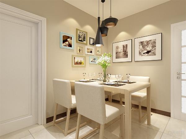 餐厅放有四人餐桌,餐桌为木色使人很亲切,墙上挂有照片墙,使空间舒适度有所增加,操作台上方放有镂空的柜子,增加了储物的功能