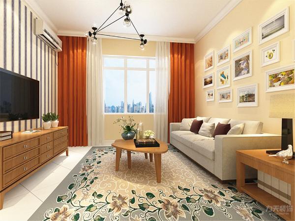 客厅的设计很简单,沙发的选择为三人沙发,电视柜和茶几沙发柜都选为黄色木纹,使人很亲切,地毯的选择为偏绿色,增加了空间的活力,窗帘的颜色应用的很大胆