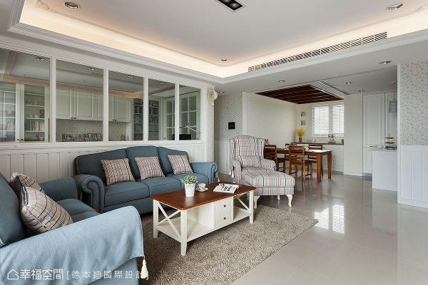 德本迪国际设计以屋主喜爱的乡村风为题,透过简约的线板、碎花壁纸与布质家具,围塑优雅唯美的居家场景。