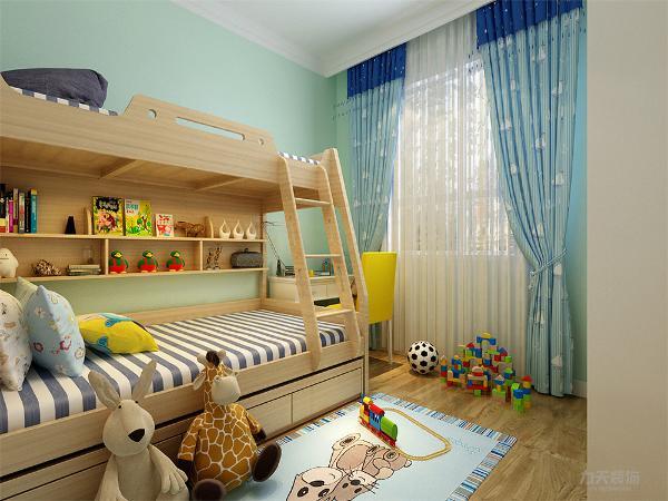 主卧通铺地板,增加舒适感,墙面是咖色乳胶漆,整体营造温馨的氛围;次卧作为儿童房,墙面采用湖绿色乳胶漆,窗帘与墙面相呼应,床铺采用上下铺的,增添童趣的同时也增强了实用性;